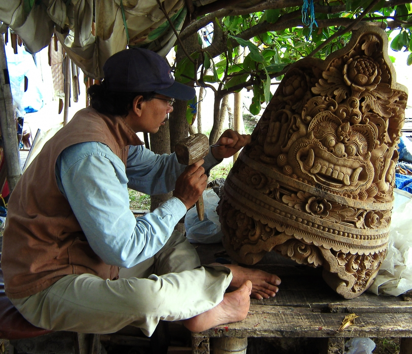carving in bali