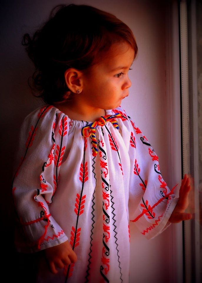 """This a traditional Romania blouse called """"Ie"""""""
