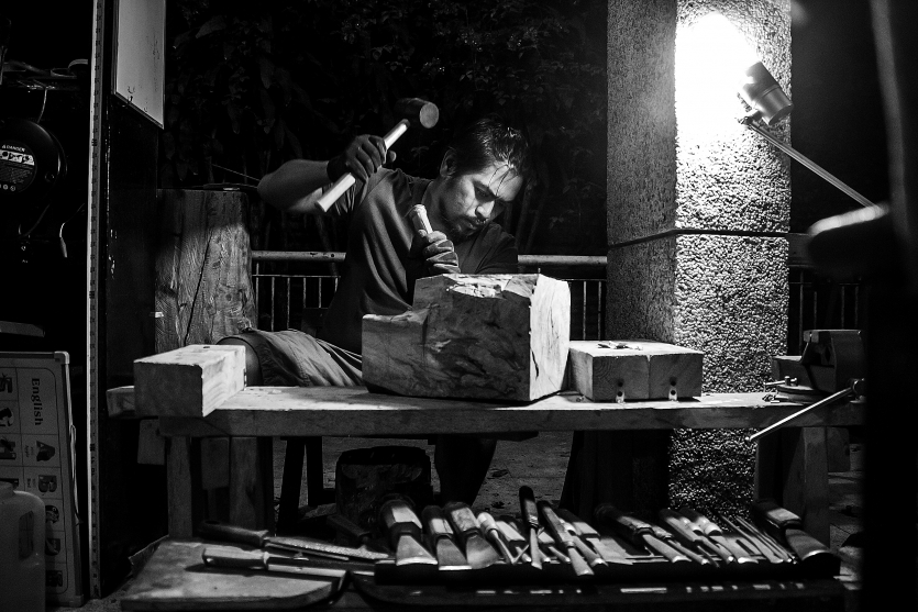 Wood and its sculptor