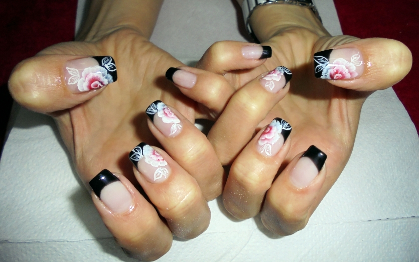 French manicure with roses