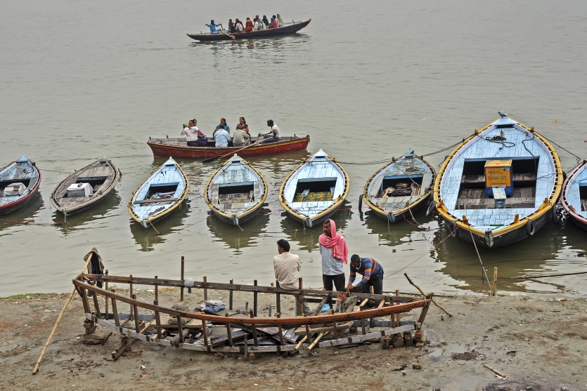 lives around the Ganges