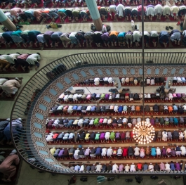 Pray in mosque