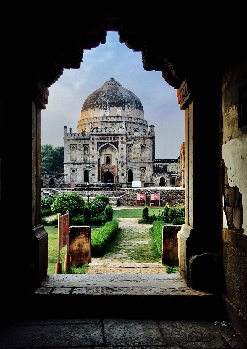 THE SPEAKING STONES : LODI GARDENS