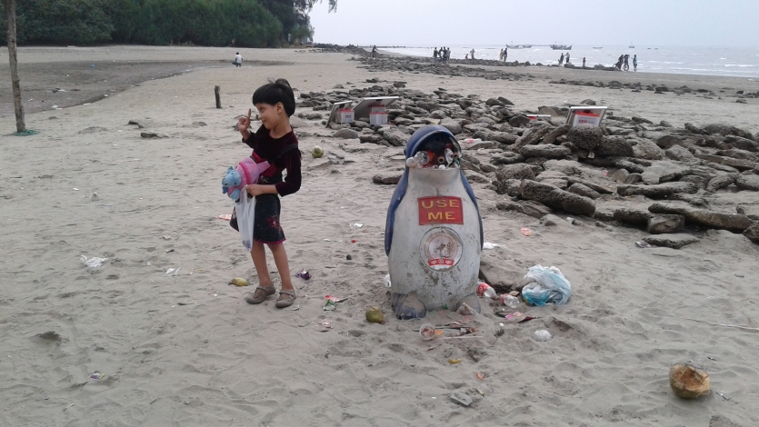Please use dustbins and don't pollute sea beaches..