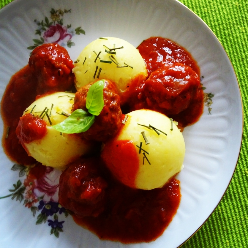 Pork meatballs with potato purree