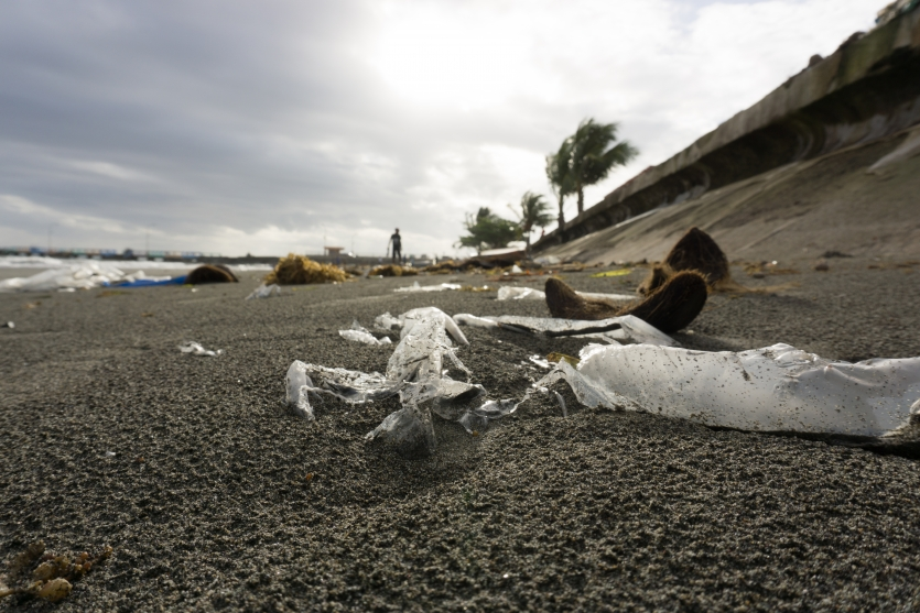 Plastics and Sand is not meant for each other