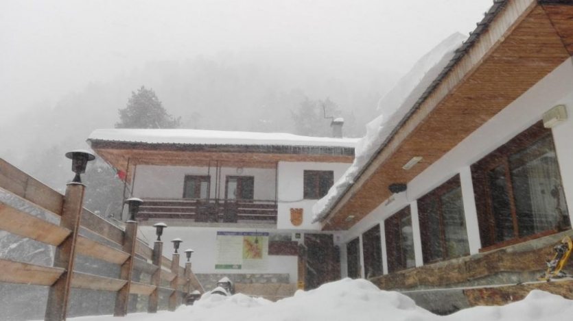 Hut Yavorov in snow