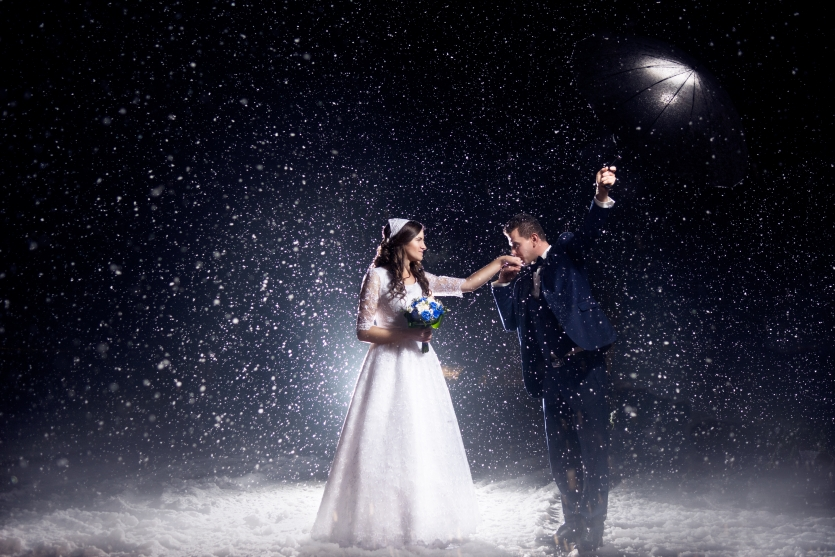 The magic moment when the first snow falls at your wedding