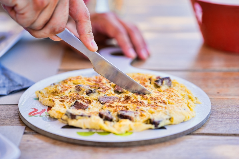 Cutting Omelette