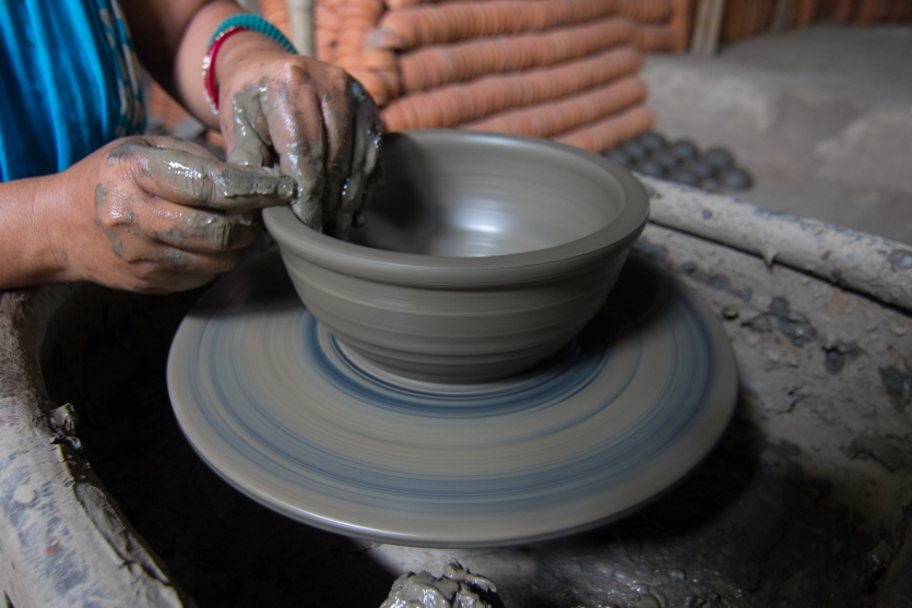 Clay pot maker