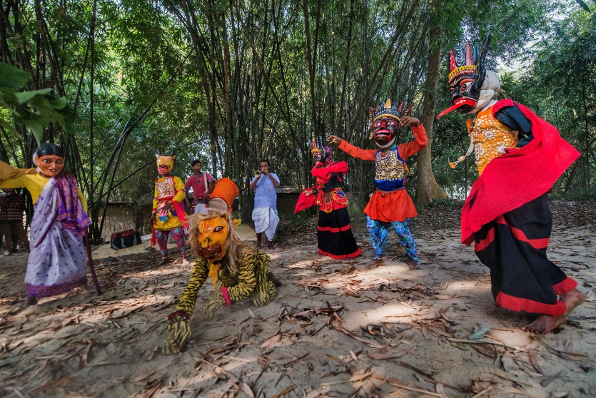 Gomira : The traditional wooden mask dance
