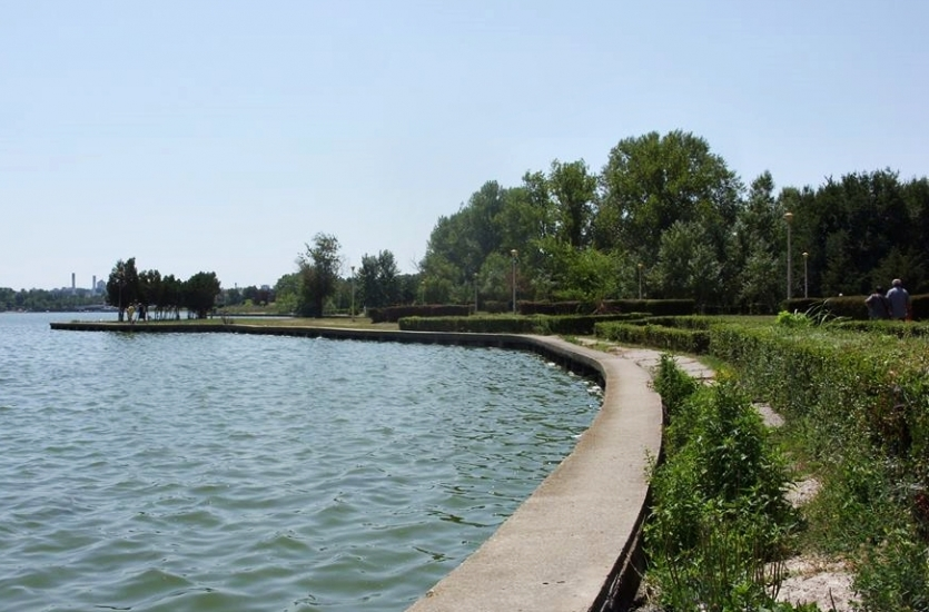 Park by the lake