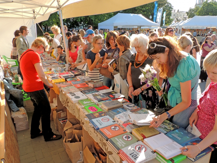 Customers of the Book Fair