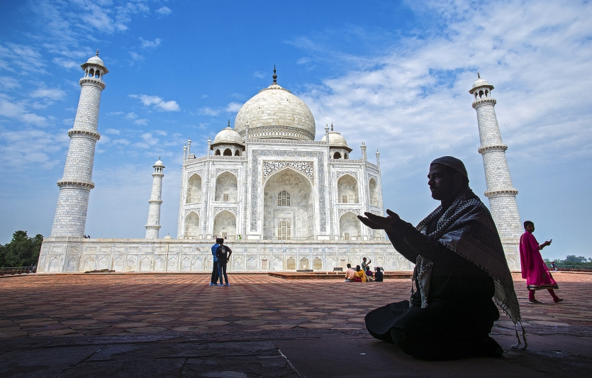 Divine prayer at TAJ